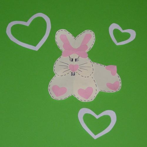 кролик из сердечек готов
